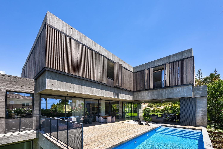 Paniotis Concrete House